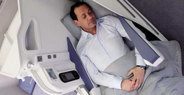 מושבי מיטה במטוסי אייר אירופה (צילום: יח