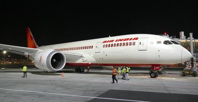 מטוס אייר אינדיה נחת בישראל. צילום עוזי בכר
