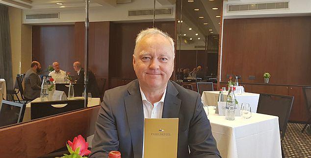 בורקהרד שולץ (Burkhard Scholz) , בעליו של מלון Inselhotel בפוטסדאם . צילום עוזי בכר