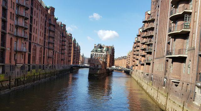 המבורג- עיר התעלות של גרמניה על גדות נהר האלבה, בה אורכן של התעלות החוצות את העיר והגשרים בה גדול מאשר בוונציה ואמסטרדם. צילום עוזי בכר