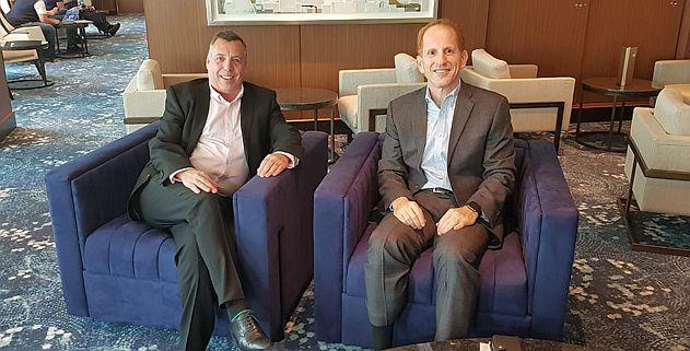 """הארי סאמר ( Harry Sommer) סגן נשיא בכיר לפיתוח עסקי בינלאומי וניק ווילקינסון, סגן נשיא ומנכ\""""ל החברה לבריטניה, אירלנד, דרום אפריקה והמזרח התיכון . צילום עוזי בכר"""