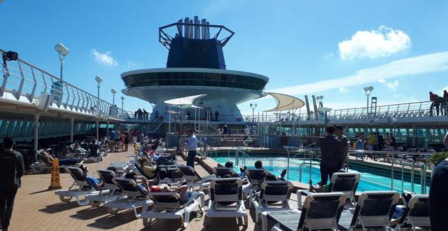 סיפון הבריכה באנייה פולמנטור סובריין. צילום יחצ