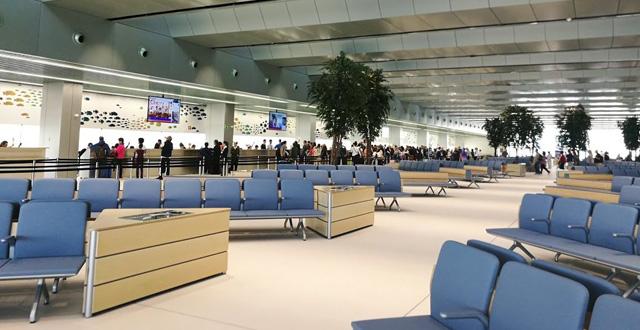 האולם החדש של קרניבל בטרמינל של ברצלונה. יעילות ומהירות בקליטת אלפי אנשים. צילום עירית רוזנבלום