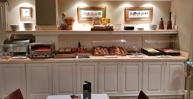 ארוחת בוקר מגוונת במלון קונדדו ברצלונה. צילום עוזי בכר