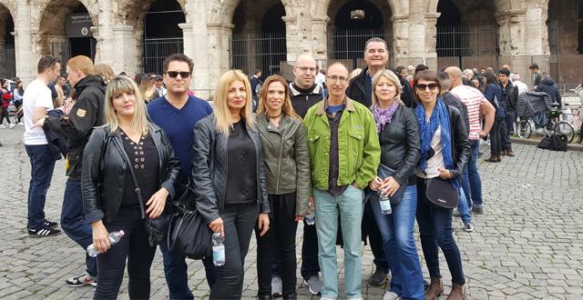 המשתתפים בסיור נהנים ברומא. צילום יחצ