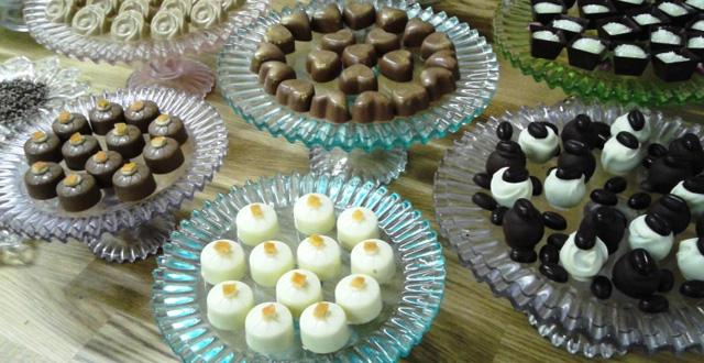 יצירות פאר משוקולד אצל השוקולטירית גילה לוי, בצפרירים. צילום: שוש להב