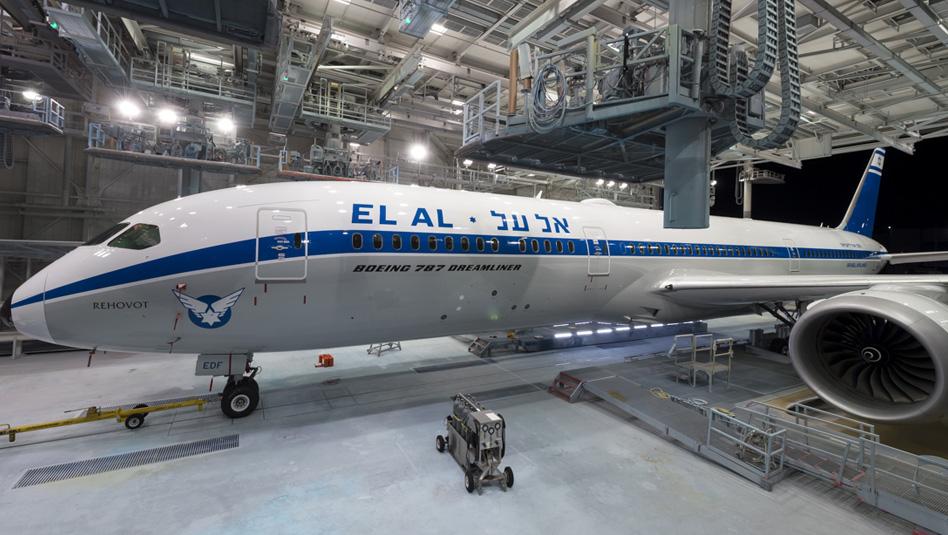 מטוס הרטרו של אל על במפעל בואינג. צילום: Timothy Stake, Boeing