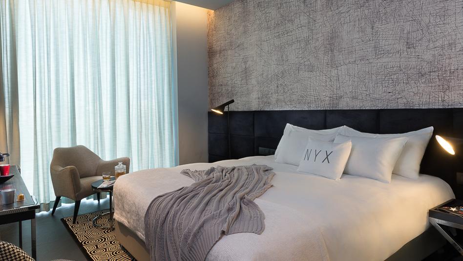 """חדר במלון NYX הרצליה. צילום יח""""צ"""