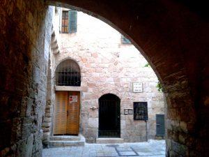 אחת הסימטאות היפות ברובע העתיק בירושלים. צילום: שוש להב