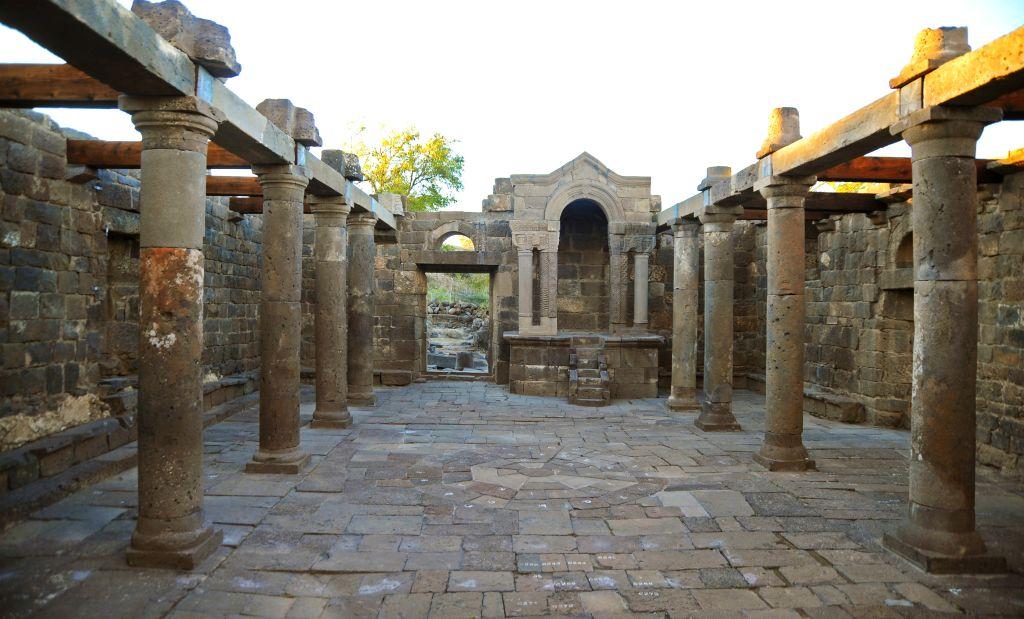 """בית הכנסת ששוקם ונבנה מחדש ע""""י טכנולוגיה חדשנית ב""""עין קשתות"""". צילום תיירות גולן"""