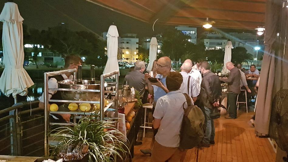 אוכל ומשקאות אלכוהוליים משובחים באירוע אליטליה. צילום עוזי בכר
