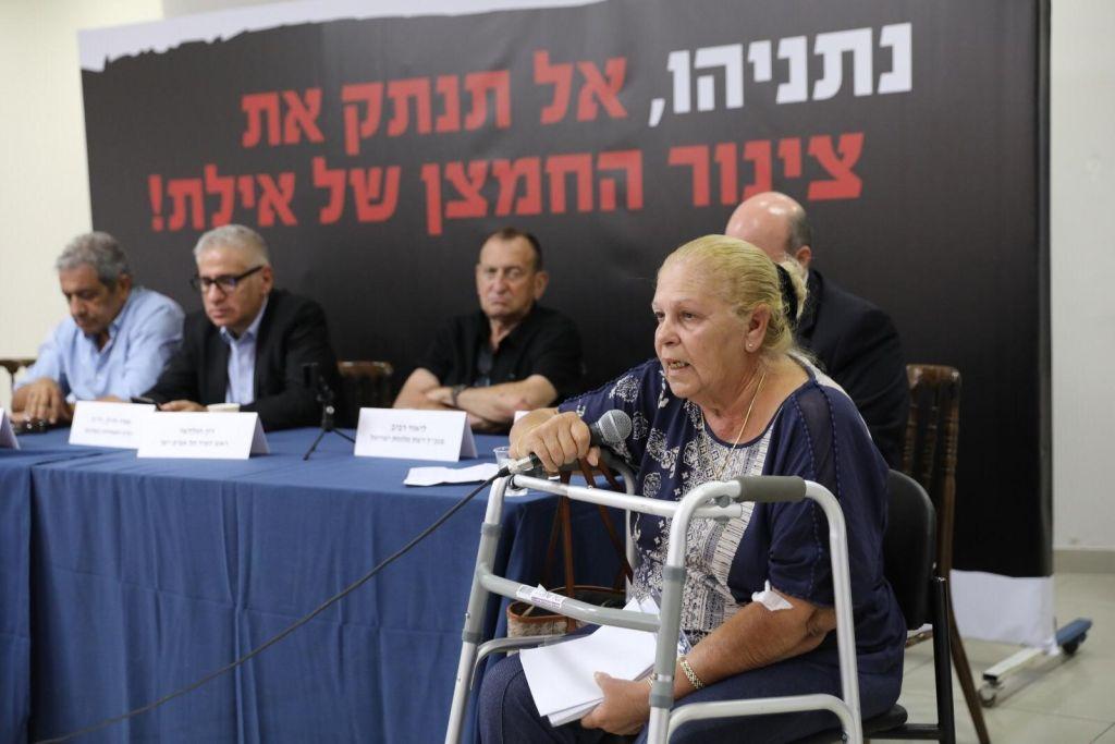 אסתר בר-גיל, חולת הסרטן מאילת בכנס נגד סגירת שדה דב. צילום חן גלילי