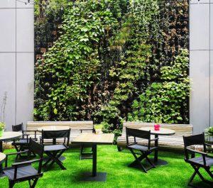 הגינה במלון גארדן אין בבודפשט. צילום עירית רוזנבלום