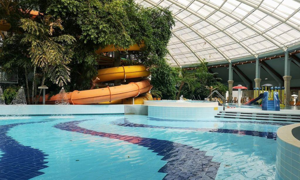 פארק המים המקורה במלון אווקטיקום בדברצן. צילום עירית רוזנבלום