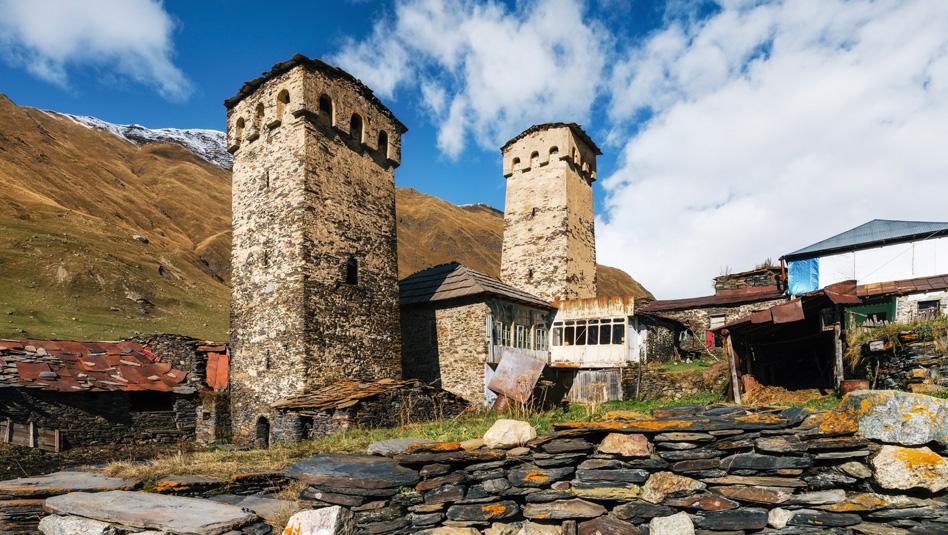 אושגולי- כפר עתיק בהרים שהזמן עצר בו מלכת. צילום Depositphotos