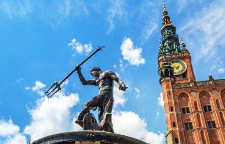 פולין סוגרת זמנית את שעריה בפני תיירים