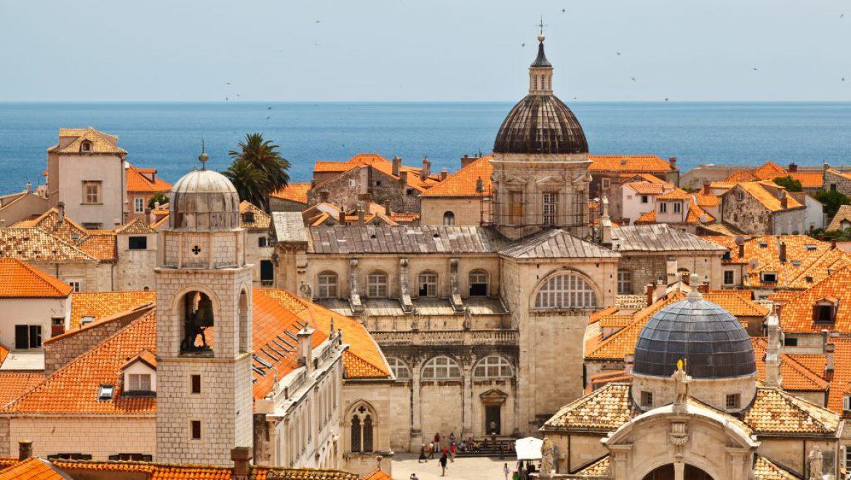 התיירות לאירופה במגמת עלייה לקראת שיא עונת הנסיעות