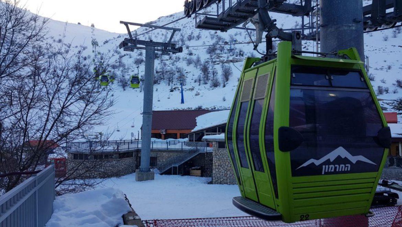 """עונת השלג נפתחה באתר החרמון לאחר סופ""""ש חורפי וסוער"""