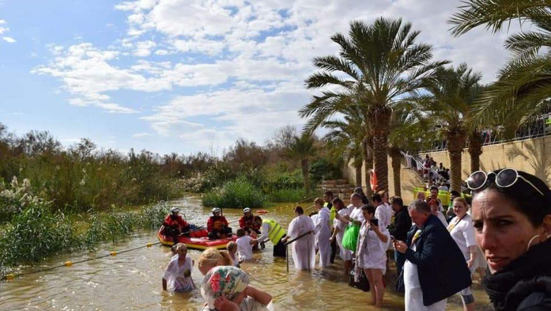 אלפי מבקרים הגיעו לאתר הטבילה בירדן לציון חגיגות האפיפניה