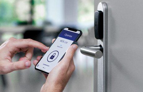 מערכת לפתיחת דלתות במלונות באמצעות הטלפון הנייד