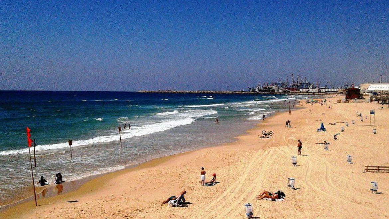 העיר אשדוד עולה מבין הגלים