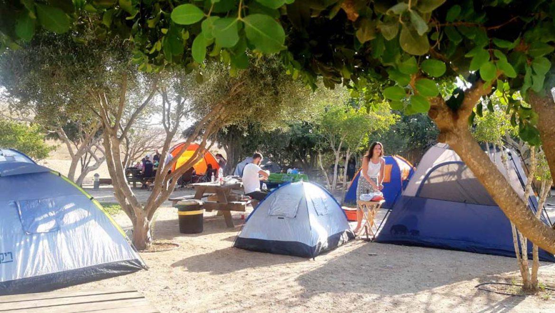 עם ישראל מטייל ולן בחיק בטבע