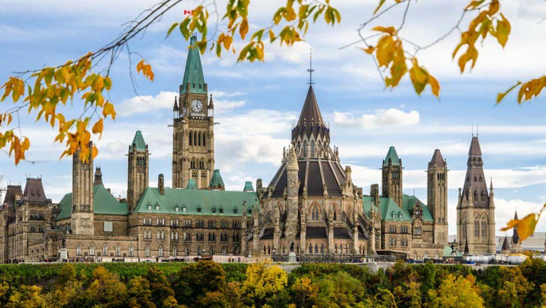 קנדה פותחת את שעריה לתיירים מחוסנים