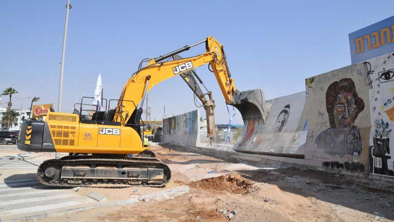 נהרסה חומת שדה התעופה באילת, הסמוכה לבית הטרמינל