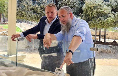 שר התיירות, יואל רזבוזובסייר בגוש עציון