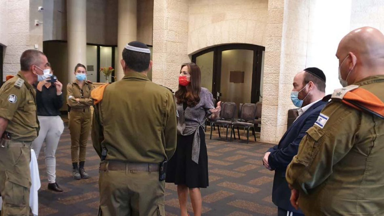השרה עומר ינקלביץ' הגיעה לסיור במלונית קורונה במלון דן ירושלים
